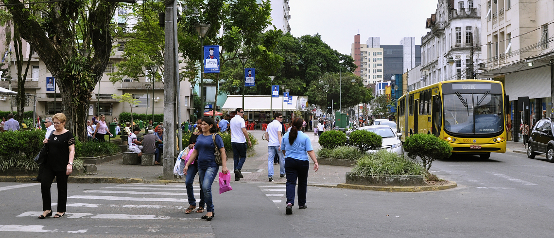 A bus and people walking in the city of Joinville, Brazil